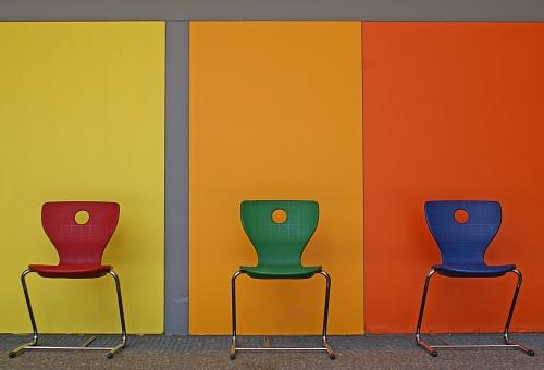 Foto des Flurs mit 3 Stühlen