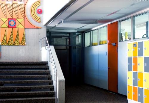Foto des Flurs und Treppenhauses der Maximilian Lutz Realschule