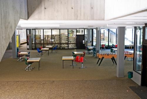 Foto des Aufenthaltbereichs der Maximilian Lutz Realschule