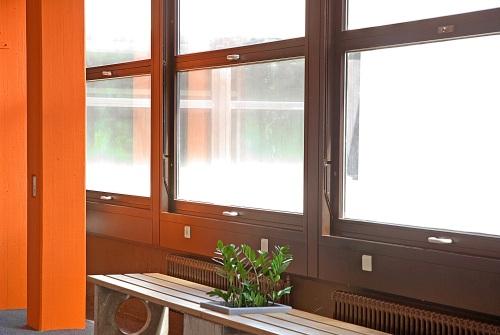 Foto der Fensterfront der Maximilian Lutz Realschule