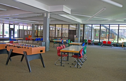 Foto des Aufenthaltsbereichs der Maximilian Lutz Realschule