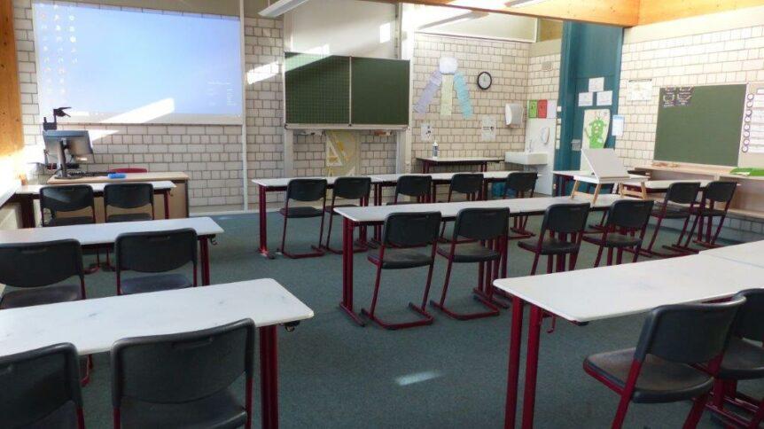 Foto eines Klassenzimmers der Maximilian Lutz Realschule